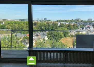 A vendre Luxembourg - Belair Appartement – 5e et dernier étage  --------------------- Appartement de luxe d'une surface pondérée vendable de 135 m2 -------------------------------------------------------------------------------------------- - Hall d'entrée avec armoires intégrées - Grand Living avec vue imprenable - 1 cuisine équipée fermée - 1 buanderie dans l'appartement - 3 chambres à coucher  - 1 salle de bains avec double lavabo et W.C. - 1 W.C séparé - 1 terrasse - 2 Emplacements intérieur pour voiture - 1 Cave ---------------------- LES + - Vue imprenable - Situation exceptionnelle et calme - Proximité Centre-Ville - Belle luminosité  - Vue imprenable et dégagée - Très bonne desserte par les transports publics, notamment par le Tram (arrêt à 350m) - grand potentiel - disponible de suite ----------------------- Façade neuve – Balcons et terrasse neuves – Fenêtres neuves Appartment rénové en 2008 ----------------------- Pour plus de renseignement ou un Rendez-Vous pour visiter contactez : Monsieur Bob FUNCK - bob@sigelux.lu SIGELUX : 46 71 31 ou info@sigelux.lu