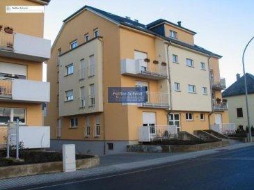 Très joli appartement lumineux, comprenant hall d\'entrée , living, cuisine équipée indépendante, WC séparé, 2 chambres à coucher, salle de bain avec douche, lavabo et WC, débarras, cave, 2 parkings intérieurs.<br>Transport public fréquant à proximité, crêche, école préscolaire et primaire dans le village, situé à 18 km de la Ville de Luxembourg, 18 km de Diekirch,15 km d\'Arlon et 9 km de Mersch avec toutes ses commodités.