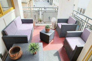 Charmant appartement en plein c½ur d\'Esch/Alzette. <br><br>Il se compose d\'une entrée, deux chambres, un wc séparé et une salle de bains, un débarras, une cuisine équipée indépendante et une vaste pièce à vivre donnant accès sur le balcon couvert. <br><br>Une cave et un emplacement intérieur privatif complètent ce bien. <br><br>Idéalement situé, vous êtes à pied de toutes les commodités. <br><br>L\'appartement est vendu avec un bail emphytéotique.<br><br>Pour toutes questions ou demandes d\'informations, n\'hésitez pas à nous contacter, nous serons toujours à votre service.<br><br>Agence ELSA\'HOME à votre écoute pour la concrétisation de vos projets en toute confiance.<br>