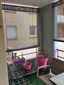 PAM, très bel appart F2 dans résidence. PAM, pour investisseur, dans la résidence du bois le Prêtre, bâtiment E, trés bel appartement F2 de 62 m² avec balcon de 6.20 m², situé au 1er étage, normes handicapés, parking privatif, actuellement loué 5900 euros l'an, gardien , salle et jardin commun... Honoraires à la charge du vendeur.