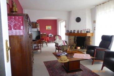 Belle maison individuelle située dans une impasse au calme d'une surface de 113 m2 comprenant au RDC une cuisine équipée, un salon-séjour donnant sur une belle terrasse, 2 chambres, une salle de bains. A l'étage 2 chambres, chauffage au gaz, double vitrage PVC , cave, garage
