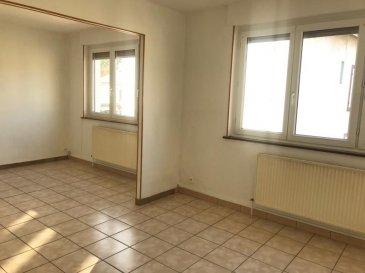 REMILLY.  A proximité de la Gare, bel appartement de type F3 au 1er et dernier étage d'un petit immeuble. Il se compose d'une entrée avec placard, une cuisine séparée, un salon-séjour, deux chambres, une salle de bains et un wc séparé. Place de parking privatif dans garage fermé et une cave privative. Appartement bien agencé et en bon état; A VOIR !  LOYER : 570EUR + 15EUR  AGENCE VENNER IMMOBILIER  03-87-63-60-09
