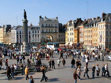 Situé dans le centre-ville de Lille,   Le local commercial est loué 38 640 € HT/HC/AN à une activité de bureau, avec un bail commercial de 2018,   Ce dernier est composé d\'une surface de 98,44m²  Prix FAI : 384 800 €   Pour plus de renseignements contactez :  Julien Rach 07.81.52.53.74 Cabinet d\'affaires Procomm - Immogest