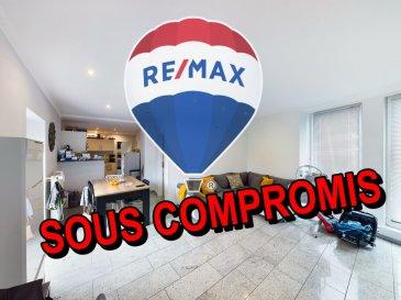 Visite virtuelle sur ce Link:<br>https://premium.giraffe360.com/remax-partners-luxembourg/5a1185c00c3b49a4ad0eaf33446187e2/<br><br><br>SIMÕES Michael / +352 691 680 986 / michael.simoes@remax.lu<br><br>RE/MAX, spécialiste de l\'immobilier à Tétange vous propose en exclusivité à la vente cette magnifique appartement. Elle dispose d\'une superficie habitable d\'environ 64 m² et d\'environ 99 m² au total. Cette demeure vous séduira par ses beaux volumes, par son super état et pour finir l\'appartement dispose d\'un garage et un emplacement privatif.<br><br>L\'appartement se compose : d\'un entrée donnant sur la lumineuse pièce de vie avec une cuisine ouverte d\'env. 35,5 m² donnant sur un balcon d\'env. 11,5 m², une salle de douche, une chambre d\'env. 10 m² et une deuxième chambre d\'env. 14 m². <br><br>Au sous-sol : un garage d\'env. 17 m² et un emplacement extérieur d\'env. 16 m².<br><br>Extérieur : une balcon d\'env. 11,5 m² sans vis à vis.<br><br>Caractéristiques supplémentaires :<br><br>- Résidence et appartement complètement rénovée en 2012<br>- Double vitrage<br>- Façade de 2012<br>- Toit de 2012 <br>- Chauffage : Mazoute (2001)<br>- 2 chambres, une salle de douche, un balcon<br>- un garage et un emplacement privatif<br>- Balcon (orientation OUEST)<br>- 350m une école primaire, 5Km de Dudelange, 22Km de Luxembourg-ville<br>- 550m de l\'arrêt de bus<br><br>Disponibilité à convenir.<br>La commission d\'agence est incluse dans le prix de vente et supportée par le vendeur.