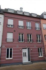 Magnifique appartement avec grande terrasse au premier étage avec ascenseur situé en plein centre de Grevenmacher.  L'appartement est composé d'un hall d'entrée avec accès belle terrasse de 35m2, débarras, cuisine équipée, salon et salle à manger, WC séparé, deux chambres à coucher et salle de bain avec raccordement pour machine à laver.  L'appartement dispose d'une cave privée, d'une climatisation et des volets électriques dans l'appartement.  L'appartement dispose également de deux emplacements intérieur.  Prix de vente à discuter.  Contact: Immobilière Vogel Tél.: 621 46 59 79 info@immovogel.lu www.immovogel.lu
