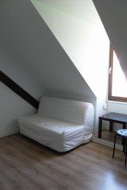 Studio meublé - 11.4m2 - Strasbourg Krutenau. Dans une résidence en plein cœur de la Krutenau et à deux pas des facultés, beau et agréable  studio de 11.4 m² au 3e étage sans ascenseur. Il comprend un séjour/chambre,  une kitchenette équipée (2 plaques de cuisson, réfrigérateur, micro ondes...) avec meubles de rangement, une salle d\'eau avec douche et WC. Eau chaude, eau froide, chauffage et électricité compris dans les charges.  Libre au 28/12. Surface habitable :11.4 m² - surface au sol : 14.4m2.  Loyer : 381 € / mois charges comprises dont 70 € de forfait de charges (régularisation annuelle). Dépôt de garantie : 311€. <br>Honoraires charge locataire : 148 € TTC (état des lieux compris) dont 34.5 € TTC pour état des lieux. HEBDING IMMOBILIER 03 88 23 80 80<br>Loyer 381.00  euros par mois  Charges comprises dont<br>- 70.00  euros par mois de charges forfaitaires<br> Honoraires charge locataire : 148.20 euros TTC dont 34.20 euros TTC pour état des lieux