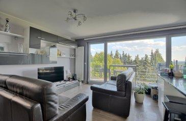 **** SOUS COMPROMIS ****<br><br>Louis MATHIEU RE/MAX Partners, spécialiste de l\'immobilier à Hassel vous propose à la vente ce très bel appartement, aux finitions haut de gamme, de 2011, d\'une superficie de 80 m2 habitables. Situé dans une rue calme, entouré de verdure, au premier étage d\'une résidence de huit unités avec ascenseur, il se compose de la manière suivante : <br><br>Un vaste hall d\'entrée, une pièce de vie séjour/salle à manger de presque 40 m2 avec un accès sur un belle petite terrasse exposée plein Sud, une cuisine équipée ouverte sur le séjour, une première chambre de 14 m2, une seconde chambre de 12 m2, une salle de bains (baignoire, vasque, sèche-serviettes, WC, rangements), et un WC indépendant.<br><br>Ce bel appartement est complété par un garage, un emplacement extérieur, une cave et une buanderie commune.<br><br>Caractéristiques supplémentaires : double vitrage, chauffage au gaz, situation calme, etcà<br><br>Disponibilité à convenir.<br><br>Charges mensuelles : 245 \'<br><br>Passeport énergétique : D / D<br><br>Coup de coeur assuré !<br><br>N\'hésitez pas à me contacter pour plus d\'informations ou organiser une visite.<br><br>Contact : Louis MATHIEU au +352 671 111 323 ou louis.mathieu@remax.lu<br />Ref agence :5095932