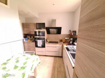 SAINT-MAX, au calme  dans une impasse, maison mitoyenne d'un côté  composée au RDC : d'une entrée, cuisine aménagée et équipée neuve, un séjour double de 30m² , parquet chêne, un w.c séparé, une chambre avec douche italienne, au 1er'étage deux belles chambres, un espace bureau  en mezzanine, une salle de bain , un w.c séparé.  Au 2ème étage, un appartement type T2 de 40m² totalement indépendant composé d'une entrée, d'un séjour, d'une cuisine séparée, une chambre avec balconnet, une salle d'eau + w.c.   En sus cette maison offre un grenier, une cave, une buanderie, un atelier, un emplacement  de parking privatif devant la maison, et un agréable  jardin de 150m² avec terrasse, chauffage individuel au gaz, PRIX : 399 000 euros AGENCE KLAA 8 rue Girardet NANCY 06 80 44 77 95