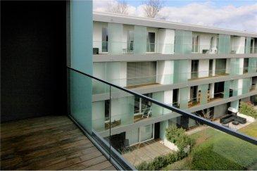Bel appartement 1 chambre de 60 m2<br>RE/MAX spécialiste de l\'immobilier à Mondorf-les-Bains vous propose à la location cet appartement de 60m², idéalement situé dans la magnifique résidence Les Etangs, construite en 2015.  Ce bien disponible dès le 1er juin dispose :  - une pièce à vivre de 30m² avec sa cuisine intégrée - une chambre de 12 m² - un balcon de 9m² - une salle de bain avec douche à l\'italienne  Une cave, une buanderie commune et un emplacement de parking dans le sous-terrain viennent compléter ce bien. Les charges sont de 160 €.  N\'hésitez pas à nous contacter pour tout complément d\'informations ou pour convenir d\'une visite.<br>