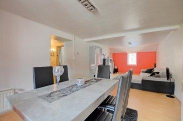 Visite virtuelle : https://premium.giraffe360.com/remax-partners-luxembourg/a086b170e5eb42fe8127facbf393eb73/  RE/MAX Partners, spécialiste de l\'immobilier à Dudelange, vous propose en exclusivité à la vente ce superbe duplex de 3 chambres à Rumelange, aux rénovations récentes, d\'une superficie habitable d\'environ 120 m2 pour environ 150 m2 total.  Situé au premier étage d\'une résidence sans ascenseur, il se compose de la manière suivante :    Un hall d\'entrée desservant toutes les pièces, un séjour/salle à manger de 30,5 m2, une cuisine équipée indépendante de 12,6 m2 rénovée en janvier, une grande chambre de 18,6 m2, une salle de bain (baignoire, WC, vasque simple, rangements, coin machine à laver).   Au niveau supérieur, deux chambres mansardées avec chacune des rangements, et un grand WC indépendant.    Autres caractéristiques :   Fenêtres doubles vitrages   Chauffage à gaz  Chaudière installée en juillet 2020  Plomberie et fenêtres changés en 2009  Pas de charges mensuelles   Proche de toutes commodités : Supermarché, banques, pharmacie, commerces, crèche, écoles, gare..  A proximité de la route principale.   Disponibilité à convenir.    La commission d\'agence est incluse dans le prix de vente et supportée par le vendeur.   Contact : Aysun YILDIRIM au +352 621 611 154 Ref agence : 5096371