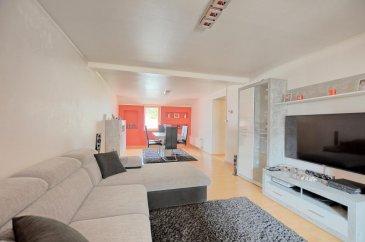 Visite virtuelle : https://premium.giraffe360.com/remax-partners-luxembourg/a086b170e5eb42fe8127facbf393eb73/  RE/MAX Partners, spécialiste de l\'immobilier à Dudelange, vous propose en exclusivité à la vente ce superbe duplex de 3 chambres à Rumelange, aux rénovations récentes, d\'une superficie habitable d\'environ 120 m2.   Situé au premier étage d\'une résidence sans ascenseur, il se compose de la manière suivante :    Un hall d\'entrée desservant toutes les pièces, un séjour/salle à manger de 30,5 m2, une cuisine équipée indépendante de 12,6 m2 rénovée en janvier, une grande chambre de 18,6 m2, une salle de bain (baignoire, WC, vasque simple, rangements, coin machine à laver).   Au niveau supérieur, deux chambres mansardées avec chacune des rangements, et un grand WC indépendant.    Autres caractéristiques :   Fenêtres doubles vitrages   Chauffage à gaz  Chaudière installée en juillet 2020  Plomberie et fenêtres changés en 2009  Pas de charges mensuelles   Disponibilité à convenir.    La commission d\'agence est incluse dans le prix de vente et supportée par le vendeur.   Contact : Aysun YILDIRIM au +352 621 611 154 Ref agence : 5096371