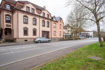 Maison de maître à vendre à Echternach RE/MAX vous propose à la vente une maison de maître mitoyenne d'un côté d'une surface totale d'environ 600m2 , dont environ 440m2 habitables. Datant d'avant 1940 située au début de la zone pietonne de la ville d'Echternach (Haalergaas) avec vue directe sur la Sûre. La maison est répartie sur 4 étages (Rdc + 3 étages) avec une trés grande terrasse ensoleillée de +/- 60m2 et vous offre une trés grande variété d'utilisaion (habitation/profession libérale/commerce). Actuellement utilisée comme maison unifamiliale. Un cadastre vertical existant permet l'aliénation séparée de 7 lots en copropriété; soit la location séparée de différents lots d'habitation et/ou d'activités commerciales, entreprise artisanale ou/et bien d'investissement. Continuellement rénovée, le système de chauffage a été modernisé en 2019 (pompe à chaleur). Maison d'habitation: 4 niveaux Rez de chaussée: 126,14m2 Entresol: 90,00m2 Sous-sol: Caves 40m2 1er. Etage: 132,08m2 (60m2 Terrasse) 2ème. Etage: 119,45m2 3ème. Etage: 58,25 + 91,35m2 Garage et Entrepôt: 70m2 Terrain: 2,82 ares  Honoraires à la charge du vendeur RE/MAX Real Estate Services Richard Frings M +352 621 763 232 E richard.frings@remax.lu Ref agence :5096296
