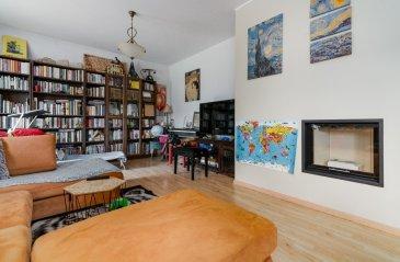 Située au sein d'un charmant quartier à Senningerberg, un appartement au rez-de-chaussée de ± 97m² au milieu d'un environnement calme, à proximité du Tennis club et de quelque restaurant.  La résidence bénéficie d'un hall d'entrée de ±14m², d'un bureau de ±7m² , d'une première chambre de ±20m² avec parquet , 2ème et 3ème chambre ± 16m², une salle de douche avec deux lavabo ,un WC de ±8m², un séjour de ± 30m² avec faux parquet  Au sous-sol, vous trouverez pour finir une cave de ± 10m², 2 place de garages et d'une buanderie. Vous trouverez également à l'extérieur un jardin.  Généralité :  • Fenêtres en double vitrage avec châssis en PVC • Vue dégagée ; • volets manuel ; • Murs en fibre de verre ; • Chaudière à mazout , radiateur ;   • Loyer: 2400€/mois; • Charges: : 200€; • Garantie locative: 3 mois de loyer; • Durée de bail min. : 1 ans prolongeable ; • Disponibilité : Immédiatement • Frais d'agence: 1 mois de loyer + TVA 17%;    Agent responsable: Muzalia Sarah Email: Sarah@vanmaurits.lu Numéro : 621 748 117