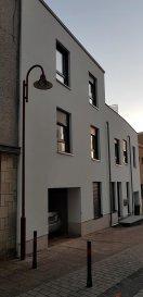 Superbe maison sur 3 étages avec garage et terrasse au dernier étage.