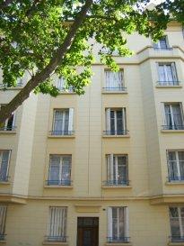 Rue de Belchamps, au 4ème étage, appartement 2 pièces de 45m² comprenant une entrée, une cuisine avec débarras et balcon, un salon-séjour, une chambre, une salle d'eau/WC. Chauffage individuel au gaz. Disponible à compter du 15 Octobre 2018