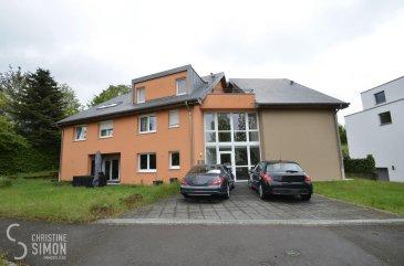 L\'agence immobilière Christine SIMON, vous présente en exclusivité ce magnifique Duplex à Pontpierre à louer.<br>La Résidence MONIKA construite en 2007 se compose de 6 unités.<br>Le Duplex situé au premier et deuxième étage (SANS ascenseur) d\'une surface d\'environ 88 m2 comprenant au<br>1er étage: hall d\'entrée (8 m2), toilette séparée (1,94 m2), chambres à coucher dont une de 14,58 m2 et une de 14,80 m2 avec un débarras (2,60 m2), une salle de douche avec douche à l\'italienne (7,26 m2).<br>2ème étage: grande cuisine ouverte avec ilot central, double séjour (39 m2) et son accès à la terrasse d\'environ (12,8 m2). <br><br>3 petits greniers (2,5 m2, 6,37 m2, 9,92 m2) pourront être utilisés comme débarras.<br>Au sous-sol une cave privative de 2.77 m2 et une buanderie commune.<br>2 emplacements intérieurs (Parklift avec une hauteur de 1,50 m)<br>Fenêtres double vitrage avec volets électriques et chaudière à gaz à condensation.<br>Sécurité assurée par une porte blindée de sécurité à 6 points et Parlophone.<br>Animaux domestiques interdits et location non-fumeur.<br>Disponibilité de l\'appartement: 15 juin 2021<br>L\'appartement se trouve dans un parfait état entièrement repeint.<br>Dans les charges sont compris: électricité, eau, chauffage. Non compris dans les charges: poubelle, télé et internet.<br>Conditions:<br>Loyer mensuel : 1.750 € <br>Charges:  205 €<br>1er loyer en avance<br>Caution (2 mois de loyer + charges) : 3.910 €<br>Frais d\'agence: 1.750 € + TVA de 17 % à payer par le locataire<br><br>Documents nécessaires au dossier :<br>- Contrat de travail CDI (période d\'essai achevée)<br>- 3 dernières fiches de salaire <br>- carte d\'identité et carte de la sécurité sociale<br>- Revenu minimum 2x supérieur au loyer mensuel<br><br>Si vous êtes intéressés à visiter, contactez l\'agence par téléphone au 26 53 00 30 1 ou par eMail info@christinesimon.lu.<br><br>Nous sommes en permanence à la recherche d\'appartements, maisons ou terrains en location ou en vente pou