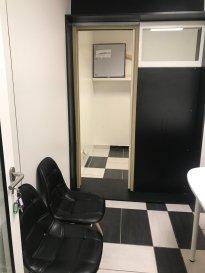 Cellule de bureau meublée à louer dans la Résidence Bohême à Pétange située 21 rue de la Gare. Charges locatives incluses et forfaitaires. Frais d'agence 475 euros + TVA.