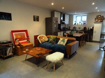 Bel appartement de type F3 avec terrasse et jardin, comprend: Une cuisine semi équipée ouverte sur séjour carrelé, 2 chambres, une salle de bain douche et toilette. 2 places de parking privatives, cave commune.