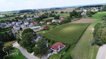 Le lotissement Oben dem Dorf à Brouch se compose de 21 terrains de 2ares63 - 9ares95 pour la construction de maisons individuelles, de maisons jumelées, de maisons jumelées par le garage et de maisons en bande. Les terrains sont vendus avec un contrat de construction.  Tous les prix annoncés s'entendent à 3% TVA, sujet à une autorisation par l'administration de l'enregistrement et des domaines. Ref agence :5481036 Lot. Obe