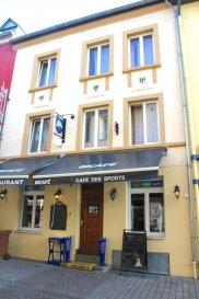 Immo Nordstrooss vous propose ce commerce avec 4 appartements à Grevenmacher.   Ref agence : 520