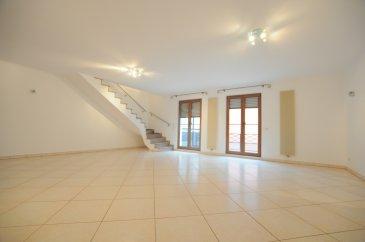 Très beau duplex de 180m2 habitables ( au sol ), dans une petite copro très bien entretenue de 4 unités, dans une rue très calme à deux pas du Zolverknapp  Ce bien libre de suite avec de magnifiques surfaces, par exemple un living de 61m2, se compose comme suit:  - hall d'entrée - cuisine équipée ( semi-ouverte ) - living / salle à manger de 61m2 avec accès à un balcon - 1 chambre à coucher  - salle de bain avec dressing - WC séparée  à l'étage - 3 chambres à coucher  - 1 salle de bain  à cela s'ajoute: - cave et emplacement intérieur privatif - buanderie commune   AUCUN TRAVAUX A PREVOIR AU SEIN DE LA RESIDENCE   Pour de plus amples informations, contactez notre agent au +352.661.17.10.06 Visites sur Rv du lundi au samedi