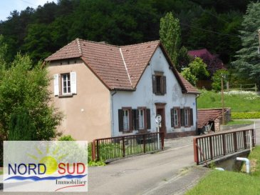 Reyersviller<br /><br />Maison individuelle à rénover comprenant au RDC  : entrée, cuisine et 3 pièces&period; A l\'étage 3 pièces et 2 greniers&period;<br />Cave &plus; plusieurs dépendances&period; Environ 113 m² hors dépendances&period;<br />Terrain plat d\'environ 90 ares bordé d\'un cour d\'eau&period;<br /><br />Contact Nord sud immobilier<br />Rohrbach les Bitche 03 87 96 33 84<br />Sarreguemines 03 87 02 83 36<br />Bitche 03 87 27 01 80
