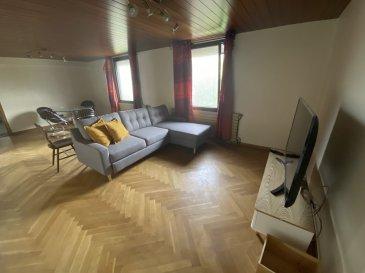 F2 Meublé - 76.87 m2 - STRASBOURG.  A louer, F2 meublé de 76.87m2 au 1 er étage d\'un petit immeuble proche des transports en commun. Disponible immédiatement, le logement se compose d\'un séjour, d\'une chambre, d\'une cuisine séparée et semi-équipée et d\'une salle d\'eau avec WC. Eau chaude par ballon électrique et chauffage collectif au gaz. Loyer : 850EUR par mois charges comprises (dont 130EUR de provisions sur charges avec régularisation annuelle). Dépôt de garantie : 1440EUR. Honoraire à la charge du locataire : 653.39EUR TTC (dont 230.61EUR pour l\'état des lieux d\'entrée).