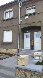 Une maison à usage d'habitation composée comme suit :   Au R.D.C : un appartement type F2 avec une entrée, une cuisine, un séjour, une salle de bains, 1 WC, une chambre, une terrasse. (pas de travaux, appartement libre) ; (C.C au gaz).   SH : 54 m².  Pour le deuxième appartement type triplex F3, l'entrée se situe également au R.D.C, vous trouverez une montée d'escalier, un pallier distribuant 1 grande chambre, un séjour, une cuisine équipée, une salle de bains; 1 WC. Dans les combles : une deuxième chambre. SH : 65 m² (Chauffage électrique). Ce bien possède également un jardin.  Actuellement loué à 620 € par mois.   Prix de l'ensemble : 240 000 € honoraires charges vendeur.