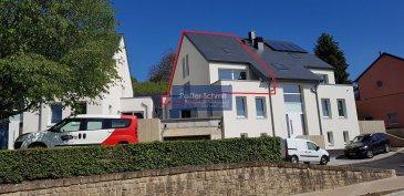 -- FR --<br/><br/>Bel appartement lumineux avec vue dégagée dans une nouvelle résidence en 2 blocs à 4 appartements à Hobscheid.<br>En situation agréable et surélevée vous profiterez d\'une vue étendue sur le village et la verdure. <br>Les corps de métiers choisis sont des entreprises Luxembourgeoise de renommé irréprochable. Service après-vente garantit!<br><br>Le prix affiché comprend l\'appartement de 121,45m2, 14.26m2 de terrasse/balcon, une cave de 6,41m2 et 3% de TVA (parkings communs devant l\'immeuble)<br>Parking intérieur (spacieux) en option: 25000\'<br><br><br>L\'équipement de base comprend un standard élevé, tel que vidéophone, douche plate, VMC double flux individuel par appartement, etc.<br>Remise des clés prévue pour juillet 2019<br><br>Place de jeux, crèche et école primaire à 200m.<br><br>N\'hésitez pas à demander la documentation détaillée ou un rendez-vous pour une visite.<br />Ref agence :Hob. 2125
