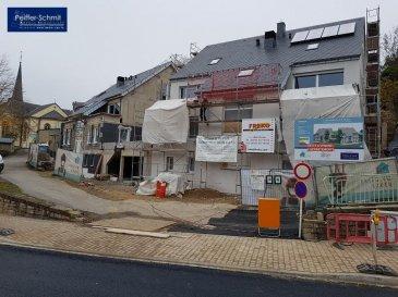 C'est avec plaisir et fierté que nous vous présentons notre nouveau projet de résidence en 2 blocs à 4 appartements à Hobscheid. En situation agréable et surélevée vous profiterez d'une vue étendue sur le village et la verdure.  Les corps de métiers choisis sont des entreprises Luxembourgeoise de renommé irréprochable. Service après-vente garantit!  Le prix affiché comprend l'appartement de 121,45m2, 14.26m2 de terrasse/balcon, une cave de 7.83m2 et 3% de TVA (parkings communs devant l'immeuble) Parking intérieur: 25000' Double parking intérieur: 45000'  L'équipement de base comprend un standard élevé, tel que vidéophone, douche plate, VMC double flux individuel par appartement, etc.  Remise des clés prévue pour juillet 2019  Documentation détaillée sur demande Ref agence :725914