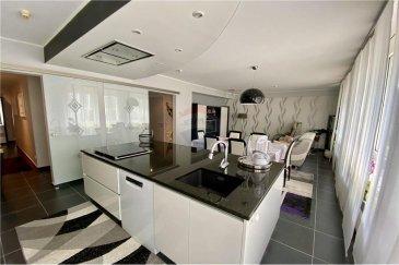 Veuillez contacter Céline Junker pour de plus amples informations : - T : +352 661 801 112 - E : celine.junker@remax.lu  C'est au cœur de la Cloche d'Or, dans une rue calme d'un quartier paisible, que je vous propose ce joli appartement d'une surface habitable de 97 m².  L'appartement au rez-de-chaussée se compose ainsi : - Hall d'entrée : 1,75 m² - WC : 3,6 m² - Séjour/Cuisine ouverte : 36 m² - 1 Chambre : 11 m² - Salle de bains : 5,5 m² - Chambre 2 : 14 m² - Hall : 6 m² - Un emplacement extérieur de 14 m² et un double garage avec accès direct vers l'appartement  Très bien entretenu et bien distribué, ce qui fera votre bonheur.   Venez le visiter sur rendez-vous avec les précautions sanitaires en vigueur.   Tour virtuel : https://premium.giraffe360.com/remax-select/775e702367c84e55a97fd43768d67947/  Frais d'agence RE/MAX : 3 % du prix de vente + TVA à charge de la partie venderesse  Toute offre sur ce bien restera conditionnée à l'acceptation expresse par les propriétaires.