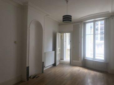 APPARTEMENT 2 - TOUL. Au centre de Toul, venez visiter cet appartement de 50M² situé dans un immeuble de caractère ! cet appartement comprend un séjour lumineux de 20M², cuisine avec accès au grenier ( non aménageable)une grande chambre de 18M² et une salle de douche. aucuns travaux à prévoir, chauffage gaz de ville, petite copropriété à très faibles charges, syndic bénévole.  contactez nous pour plus d'informations. prix : 57 000 euros - barème honoraires : www.tfimmo.com /nos-honoraires.php - Contact : 0675414705 - tfimmo54@gmail.com