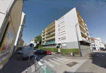 Metz ,quartier Sablon, appartement F4  de 78.05m². A 800m de la gare SNCF, au deuxième étage d\'une résidence bien tenue, un appartement composé, d\'un dégagement, d\'un salon-séjour double avec accès balcon plein sud, d\'une cuisine, de deux chambres, une salle de bains, un wc et une cave en sous-sol.<br/>Copropriété de 30 lots (Pas de procédure en cours).<br/>Charges annuelles : 2000.00 euros.