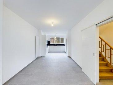 Visite virtuelle : https://premium.giraffe360.com/remax-partners-luxembourg/8fd315239ca44b4684d97b6debb2be13/  Louis MATHIEU RE/MAX Partners, spécialiste de l'immobilier à Dudelange vous propose en exclusivité à la vente cette superbe maison mitoyenne neuve sur un terrain de 5,29 ares. Elle dispose d'une superficie habitable de 156 m² pour 190 m² au total. Cette demeure vous séduira par ses prestations haut de gamme, sa proximité du centre de Dudelange, et encore beaucoup d'autres avantages.  La maison se compose au rez-de-chaussée : d'un hall d'entrée, d'une cave de 12 m², d'une buanderie, et d'un WC indépendant.  Au rez-de-jardin : un hall desservant une grande pièce de vie séjour/salle à manger/cuisine de 45 m² donnant accès sur la terrasse et le jardin. Cette pièce est traversante et très lumineuse.  Au premier étage : un hall de nuit, deux chambres de 15,8 m² et 17,59 m², une salle de bains complète (baignoire, douche italienne, double vasque, rangement), un WC indépendant.  Au deuxième étage : un hall de nuit, une chambre parentale de 17,52 m², une salle de douches attenante (douche, vasque simple, WC, rangement), et une partie dressing.  À l'extérieur : une partie cour devant la maison, une grande cour à l'arrière de la maison avec une place de parking, une belle terrasse, un garage individuel, un jardin clôturé.  Caractéristiques supplémentaires : façade isolante 12cm, fenêtres Schüco PVC blanc double vitrage, chauffage au gaz avec chaudière Buderus, cuisine KVIK équipée en Bosch, etcà  Cahier des charges complet disponible sur rendez-vous à l'agence.  Passeport énergétique : C / C  Disponibilité immédiate.  Contact : Louis MATHIEU au +352 671 111 323 ou louis.mathieu@remax.lu  La commission d'agence est incluse dans le prix de vente et supportée par le vendeur. Ref agence : 5096343