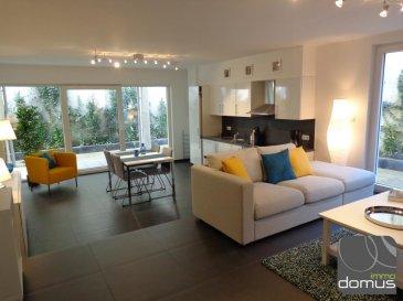 Appartement moderne +/- 86 m2 au rez-de-chaussée d\'une résidence récente situé à Canach, entièrement meublé et équipée ( vaisselle et literie), se composant d\'un spacieux séjour avec cuisine équipée ouverte et accès sur une belle terrasse, 1 chambre à coucher avec rangement, salle de bain, WC séparé, salle de douche avec WC, un bureau.<br><br>Animaux domestiques non admins<br><br>Situé à proximité du terrain de Golf et du Kikuoka country club à Scheierhaff qui offre un golf de 18 Trous ainsi que d\'un très beau circuit pédestre qui relie les villages de Canach et Lenningen situés dans la vallée de la Lenningerbaach, un petit affluent de la Moselle.<br><br>Arrêt de bus situé à proximité de l\'immeuble.<br>Disponible de suite<br />Ref agence :103344