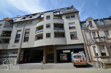 Bel appartement d`une chambre à coucher dans la rue Pasteur à Esch-Alzette.Il se compose comme suit:<br>Séjour de 26,50 m2 avec accès vers le balcon<br>Chambre à coucher 15,50 m2<br>Nouvelle cuisine équipée indépendante de 8 m2<br>Salle de bain et un petit hall de nuit<br>Au sous-sol: cave d`e 4,50 m2 et une buanderie commune.<br>Possibilité de louer un emplacement intérieur au Parking de la place de la Résistance suivant disponibilité à 100 \'  plus 17 % de Tva.<br>Disponibilité 15 novembre 2019<br>Conditions de la locations:<br>CDI obligatoire sans période d`essai<br>Pas d`animaux<br>Uniquement pour 1 personne seule ou un couple<br>Caution 2140 \'<br>1 loyer plus charges d`avance pour le premier mois<br>Frais d`agence 1111, 50 \' Tva inclus<br>Dossier à préparer:<br>Copie du contrat de travail, 3 dernières fiches de salaire<br>Carte d`identité et sécurité sociale.<br>Pour tous renseignements ou une visite envoyer un mail à cs@christinesimon.lu<br><br />Ref agence :5338635