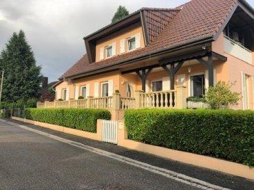 Maison de qualité et spacieuse  Très grand garage pouvant recevoir 5 voitures  Sur les hauteurs de Niederbronn proche du centre ville  A 2-4 minutes des écoles, du collège, de la piscine et de la forêt       Sur un terrain d'environ 5 ares, surface habitable env. 165 m2    RDC 90 m2 entièrement carrelé :    Vestibule 21 m2  avec placard   1 séjour  30 m2 (6,3 x 4,8 m)  donnant sur une terrasse sud ouest      1 pièce  11 m2  (3,4 x 3,2m)  Cuisine équipée 11 m2 (3,4 x 3 m) et 1 coin repas 11 m2 (3,45 x 3 m)                                     donnant directement sur la grande terrasse coté Est   WC séparé   A l'étage 65 m2 parquet et carrelage dans les SDB  Couloir (5,5 x 1,2m)  1 chambre 12 m2 (4,2 x 2,8 m) 1 chambre 18 m2 (5,9 x 3m) donnant sur un balcon (5 x1m) vue sur les Vosges     1 chambre 17 m2  (4,7 x 3,8m) placard et dressing (L 4,2 x P 1,15m) 1 SDB 6,5 m2 vasque-douche  et un WC  1 SDB 3,5 m2 baignoire balneo et vasque      Sous sol 160 m2:  Douche individuelle  WC séparé  Cave Buanderie  25 m2 Atelier  15 m2  Cave à vin   Grand garage 21,6 x 3,4 m pouvant recevoir 5 voitures    Emplacement piscine bétonné dans son état brut 6,20 x 4,2 m) hauteur 1,60 m   (prévision arrivée et évacuation d'eau ainsi que VMC).   Prix de vente: 299 000 € Prix justifié !!! *  Honoraires  d'agence à la charge du vendeur, frais de notaire en sus.     Diverses indications:  Adresse : Quartier Montrouge Niederbronn, Gare SNCF      Année de construction: 1980 rénovation récente  Entièrement clôturée, cour pavée  Fenêtre PVC double- vitrage, volets roulants électriques  1 Chaudière Bois avec un ballon tampon 1000 lt ainsi qu'une chaudière Mazout n'ayant jamais été utilisée de la marque Buderus    Climatisation réversible dans les chambres à l'étage Bonne isolation Ytong 30 et triple isolation de la toiture  Taxe foncière  820 € /an      Description :  Cette vaste maison avec peu d'entretien d'espaces verts sur les hauteurs de Niederbronn, belle vue dégagée sur les Vosges, est habita