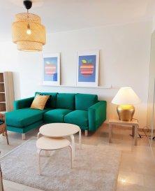 Orienté plein sud et au calme, cet appartement est situé au 3ème étage avec ascenseur dans une copropriété rue de Hollerich à Luxembourg. Il est lumineux et donne sur l'arrière de l'immeuble disposant d'une surface habitable de ± 65 m².  Il se compose comme suit :  La porte d'entrée (sécurisée) s'ouvre sur le palier de ± 6 m² avec un coin vestiaire, qui dessert d'un côté une chambre de ± 17.5m² et une salle de douche de ± 5m² et de l'autre côté, un grand séjour de ± 30m² avec accès au balcon de ± 5 m² (plein sud avec une vue dégagée) et d'une cuisine équipée.  Une cave de ± 4m² complète l'offre.  Généralités :  Orientation plein sud avec vue dégagée Double vitrage ; Chauffage au gaz ; Situation idéale, proche de toutes commodités (centre-ville, gare, transports publics, commerces, écoles…) ; Libre de suite.  Loyer mensuel non meublé : € 1.650,- Charges mensuelles : € 200,- Garantie locative : 2 mois de loyer Frais d'agence : 1 mois de loyer + TVA 17%  Agent responsable : Pierre-Yves Béchet Mobile : +352 621 654 086 E-mail : Pierre-yves@vanmaurits.lu
