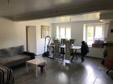 Dans un cadre de verdure et à 20 min de Thionville, spacieux appartement de 130m², composé d'un bel espace salon séjour avec cheminée, une grande cuisine fermée équipée, une salle de douche, wc -sani- broyeur- séparé, trois chambres, chauffage électrique, deux places de parking en aérien et une cave privative, libre à partir du 3/12/2019