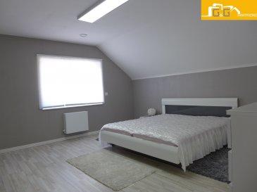 Très belle maison moderne libre de 4 côtés de 2014 avec une belle surface habitable de 185 m2 située sur un terrain de 4,81 ares dans un quartier résidentiel à Troisvierges.  Ce bien se compose de :  - 4 grandes chambres à coucher de 23m2 ; 21m2 ; 15m2 et 15 m2 - 1 bureau ou chambre au rez-de-chaussée de 11 m2 - 1 grande cuisine équipée ouverte de 15 m2 - 1 living et 1 salle à manger de 45 m2 avec accès direct au jardin et terrasse de 50 m2 - 1 salle de douche avec WC et 1 salle de bains avec baignoire; douche et WC - 1 hall d'entrée de 10 m2 et 1 buanderie de 9 m2 au rez-de-chaussée - 2 caves et 1 grand débarras  - 1 grand garage de 45m2 pour 2 voitures et 3-4 emplacements extérieurs  La maison dispose aussi de chauffage au sol (rdc) et radiateurs (1er) ; double vitrage avec volets électriques ; VMC Double Flux et une pompe à chaleur.  Situé proche au centre de Troisvierges dans un quartier résidentiel à proximité directe des transports publics, écoles et commerces.   N'attendez plus, contactez-nous par mail sur info@gng.lu ou au 621 366 377.  Découvrez toutes nos offres sur www.gng.lu