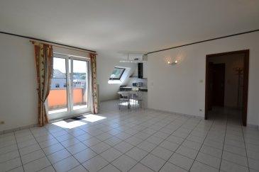 A louer : appartement se composant, d'une cuisine équipée ouverte sur le living donant accès à un balcon ensoleillé, d'une grande chambre à coucher, d'une SDB et d'un WC séparé. Vous disposerez également d'une cave et d'un emplacement intérieur.  L' immeuble se situe à deux pas de la gare de Schifflange, et à 15 min. en train de Luxembourg-ville.  À proximité des petits commerces et du centre de Schifflange et proche accès autoroute.