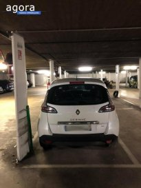 Box à Thionville centre. <br /><br />Situé dans un parking souterrain sécurisé, privatif et à l\'abri des intempéries, ce box de parking permettra de ce fait de garder votre véhicule à l\'abri du froid ou des grosses chaleurs d\'été. <br />Ce box est situé à 5 minutes à pied de la gare et également dans le centre névralgique de la ville de Thionville garantissant ainsi un potentiel très fort en termes d\'attractivité. <br />Enfin, ce box de parking est déjà sous bail de location, élément non négligeable notamment dans le cadre d\'investissement locatif.<br /><br />Non soumis au DPE.<br /><br />Concernant la copropriété : <br />Charges annuelles de 163,50 euros <br /><br />Prix : 15 000 euros (Honoraires à la charge du vendeur).