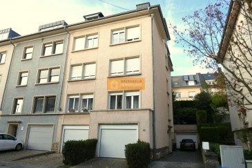 Bel appartement de 80 m2 situé au 3étage d?un immeuble à 3 unités sis au coeur du quartier de Belair.  L?appartement dispose de : Hall d?entrée, grand living/salle à manger, cuisine équipée avec accès au balcon, 1 chambre à coucher, 1 bureau, 1 salle de bain + WC, balcon et cave.  L?immeuble se trouve dans une rue calme du Belair dans la rue Arthur Herschen à quelques minutes du centre de la Ville de Luxembourg.  Ref agence :162