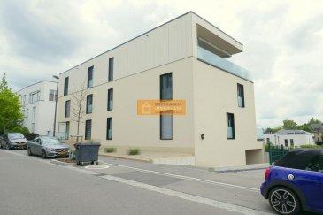 Bel appartement de 90m2 situé au 1étage d'une résidence moderne dans une rue calme du quartier de Luxembourg-Kirchberg.  L'appartement dispose de :  Hall  d'entrée avec une armoire encastrée, grand living/salle à manger avec accès à au balcon, belle cuisine équipée ouverte, 2 chambres à coucher dont une dispose d'une armoire encastrée et accès au balcon, 1 salle de douche avec double lavabo, 1 WC séparé, 1 débarras avec possibilité de mettre la machine à laver, cave et 2 emplacements intérieur. L'appartement est aussi climatisé. A voir.  La rue des Maraichers est une rue calme à proximité des instituts européennes, supermarché, tram, arrêts de bus, cinéma, restaurants'..etc  Ref agence :153