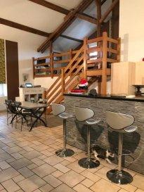 ENTRE METZ ET REMILLY.  A 15 MIN DE METZ, belle maison de 131m2 actuellement louée ! Elle se compose d\'une magnifique pièce de vie avec cuisine équipée ouverte sur séjour avec un belle hauteur sous plafond et équipée d\'un poele à pelet, d\'une mezzanine avec placard pouvant faire office de bureau, de trois chambres, d\'une salle d\'eau et d\'un wc séparé. Elle dispose également d\'une terrasse accessible par le salon et d\'un garage une voiture. La maison est louée 872EUR par mois ! Si vous cherchez à faire un investissement locatif cette maison est le bien idéale !<br> PRIX : 189 000EUR FAI<br> AGENCE VENNER IMMOBILIER<br> 03 87 63 60 09