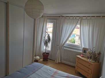 Appartement F3 avec balcon. Metz Queuleu - Rue Roederer - Dans maison  année 1950 au 2ème et dernier étage, appartement F3 de 64.86 m2 carrez (74.30  m2 au sol)<br/>composé d\'une entrée, une cuisine équipée indépendante, un débarras, une chambre avec balcon, un bureau, un salon séjour, une salle bains, un WC séparé.<br/><br/>Chauffage individuel au gaz.<br/><br/>Contact : Sandrine Perceval  06.34.65.29.84<br/><br/>Copropriété de 8 lots (Pas de procédure en cours).<br/>Charges annuelles : 400.00 euros.