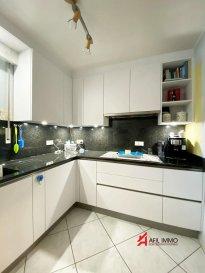 Plus de photos sur demande...  L'agence AFIL IMMO vous propose un superbe et lumineux appartement au rez-de-chaussée de  /-96 m2 , situé dans une résidence très bien entretenue.   Celui-ci se décline comme suit:    - Un hall d'entrée   - Lumineux et spacieux living avec sortie sur la terrasse    - Belle cuisine complètement équipée indépendante  - 2 spacieuses chambres à coucher  - Salle de douche  - WC séparé   - Espace buanderie  Pour compléter ce bien vous disposez d'une cave privative, espace buanderie, d'un emplacement intérieur et extérieur .  AFIL IMMO s'engage dans toutes vos démarches immobilières (estimation, vente, location de biens, recherche de financements).  Vous satisfaire est notre priorité !  Les prix s'entendent frais d'agence de 3 % TVA 17 % inclus. Ref agence :2249351