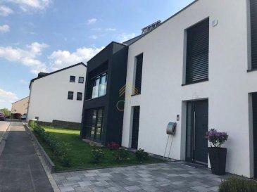 BEL APPARTEMENT AVEC TERRASSE ET JARDIN PRIVATIF !!<br><br>À découvrir, appartement au rez-de-chaussée dans une maison bi-familiale de 2018, situé à Wickrange, commune de RECKANGE-SUR-MESS.<br><br>Ce bien lumineux avec des matériaux de gamme, vous offre une surface habitable de +/-58 m², avec une terrasse de +/-18m2 et jardin privatif de 110m2.<br><br>Hall d\'entrée desservant toutes les pièces, cuisine équipée ouverte sur l\'espace living avec sortie sur la terrasse et au jardin - orienté Sud, débarras avec raccordement pour machine à laver, salle de douche (douche italienne, WC et lavabo) et une chambre à coucher. <br><br>Un emplacement extérieur complète ce bien.<br><br>Pour informations :<br>- Châssis triple vitrage avec stores électriques,<br>- Revêtement sols : marbre de qualité,<br>- Vidéophone, panneau solaire, chauffage au sol.<br><br>Pour toute informations supplémentaires ou une éventuelle visite, n\'hésitez pas à nous contacter au numéro 28.66.39.1.<br>