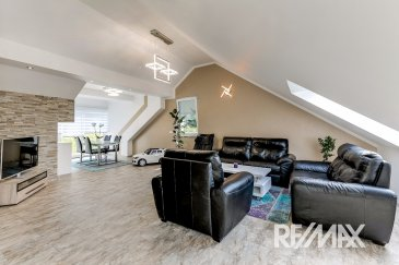 RE/MAX Select, spécialiste de l'immobilier au Luxembourg, vous propose en vente un magnifique penthouse avec finition haut standing à Wiltz.  Cette nouvelle résidence «Wéinebierg» avec ses 13 unités, s´implante près du centre de Wiltz, à quelques minutes des commerces et de la gare.   Ce lumineux appartement a une surface habitable de 138,19 m2 avec 3 chambres à coucher, 2 salle de bain avec douche & WC, 2 balcons, une cave.  L'appartement possède de la finition élevée avec une construction de qualité.  Situé au 4e étage d´une nouvelle résidence avec la particularité d'un ascenseur desservie directement dans la partie privée, vous trouvez dans cet appartement un hall d'entrée, un grand living lumineux avec accès au 1er balcon, une cuisine séparée avec salle à manger.  En outre, vous trouvez 3 chambres à coucher, dont une avec dressing & salle de douche et WC ainsi qu'accès au 2e balcon, une salle de bain et un WC séparé. Une cave est incluse dans le prix.   Vous avez la possibilité d'acheter une place de parking intérieure pour 20.000 € et/ou un emplacement extérieur pour 8.000 €.   Équipement : finitions haut de gamme. Chauffage : mazout  Fenêtres : triple vitrage  Localisation de cet immeuble : situation près du centre de Wiltz avec ses magasins, ses restaurants et des banques.  L´école primaire, le lycée, la maison relais et une crèche se trouvent à quelques minutes de cet appartement.  Information supplémentaire : le centre commercial