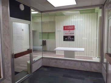 Agence immobilier SPACEPLUS vous propose à la location un local commercial de 34m2, bien situé au centre-ville de Luxembourg, rue des Capucins.  Pièce principale, pièce de stockage, installation sanitaire: WC, lavabo. Situé au rez-de-chaussée. Accès plein pied. Loyer: 1 500€.  Charges: 180€ Disponible immédiatement.  Pour plus d'information n'hésitez pas de contacter Natacha BIVORT au numéro de GSM 661 33 44 22.